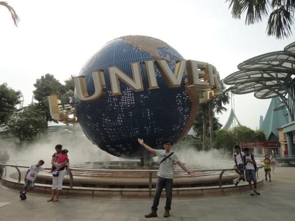 環球影城觀光客必拍的旋轉地球