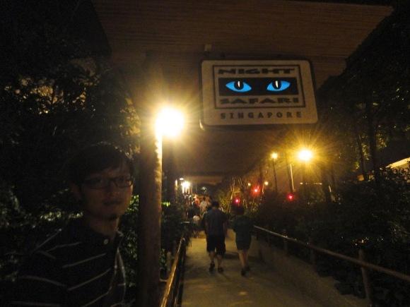 夜間動物園(Night Safari) 後來買了一個跟照片中看版一樣的紀念品磁鐵,不過磁性超弱!