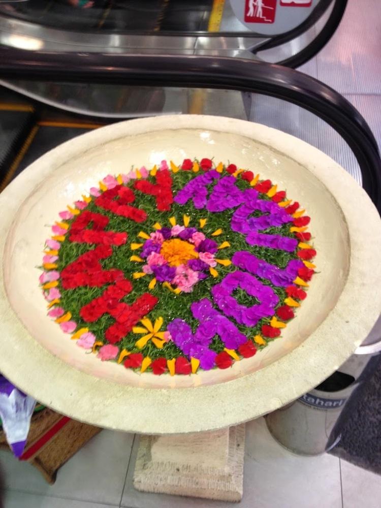 庫塔太陽百貨內的盆飾。相信仔哥,太陽百貨跟台灣的三商百貨差不多。