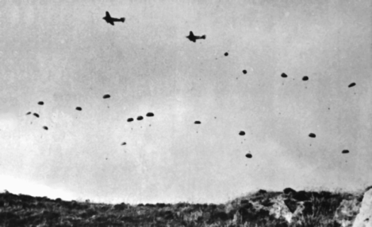 German_paratroopers_jumping_From_Ju_52s_over_Crete